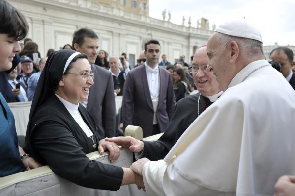 Smiling-with-Jerome-meeting-the-Pope209806_29052019