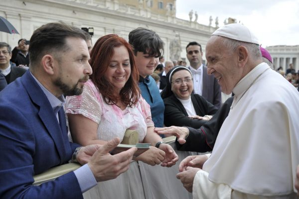 Smiling-with-Jerome-meeting-the-Pope209830_29052019