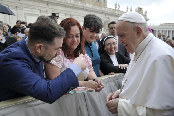 Smiling-with-Jerome-meeting-the-Pope209832_29052019