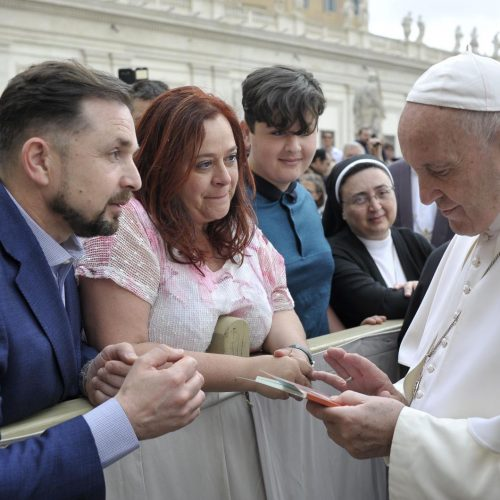 Smiling-with-Jerome-meeting-the-Pope209840_29052019